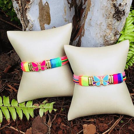 pulseira-de-couro-borboleta-colorido-tie-dye-rainbown