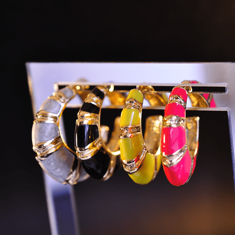 brinco-camarao-esmaltado-dourado-neon-thassia-naves