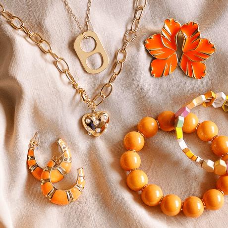 mix-pulseira-laranja-colar-dourado-brinco-pingente-lacre-tampa-soda-caps-ouro-thassia-naves-pri-schiavinato